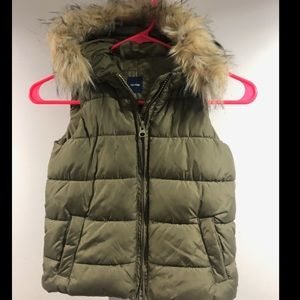 Gap puffer olive vest